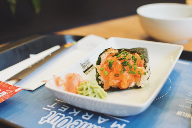 Food court, Salmon handroll, ph by José Chan